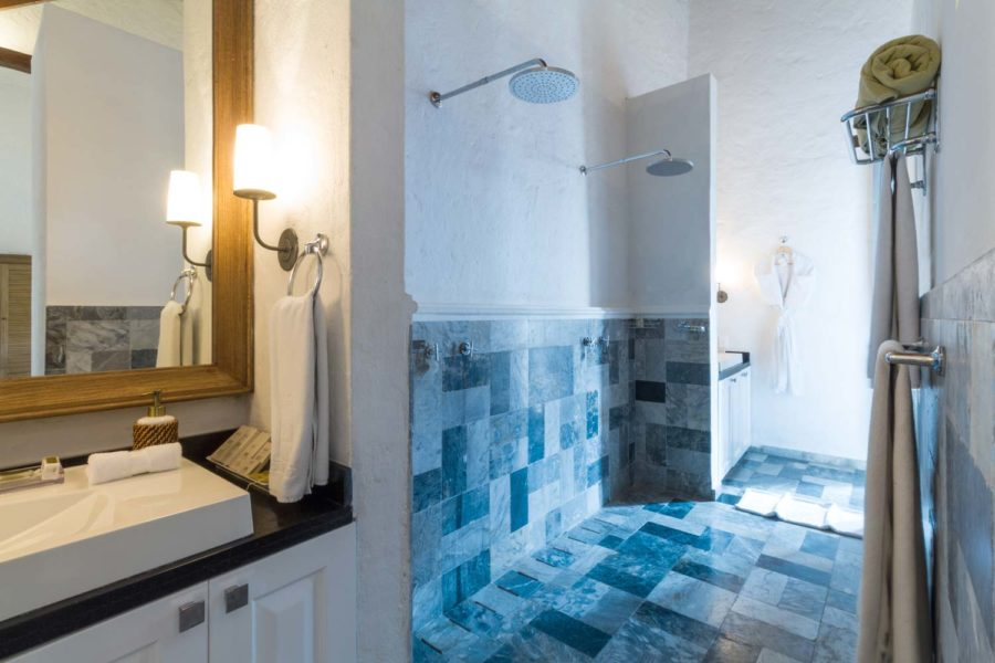 casa-del-coliseo_coliseo-suite-bathroom